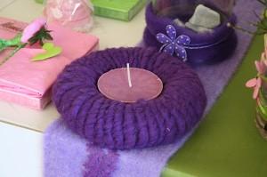 hübscher Kranz mit Filzkordel als Kerzenhalter